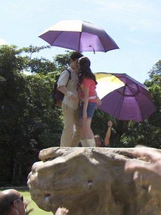 Selena Gomez Kissinggirl on Selena Kissing    Selena Gomez Photo  11693613    Fanpop Fanclubs