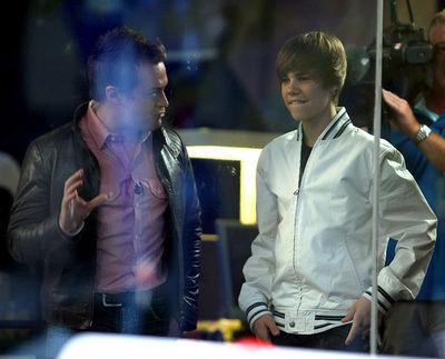 April 26th - Justin Performs At Sunrise