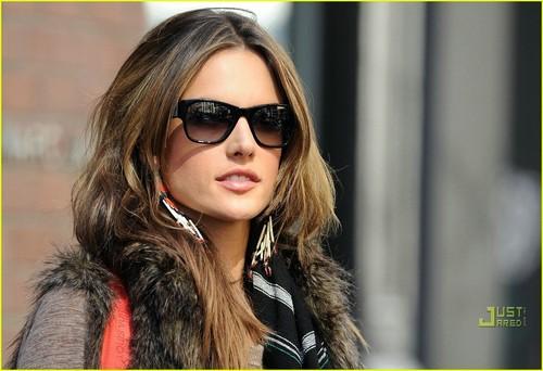 Alessandra Ambrosio: New York City Sexy!
