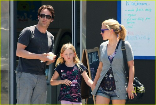 Anna Paquin Picks Up Pinkberry