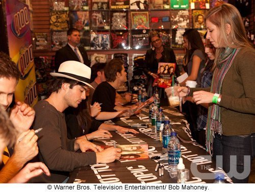 http://images2.fanpop.com/image/photos/11700000/Atlanta-Cast-Tour-Event-the-vampire-diaries-11779902-500-376.jpg