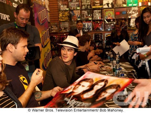 http://images2.fanpop.com/image/photos/11700000/Atlanta-Cast-Tour-Event-the-vampire-diaries-11779905-500-376.jpg