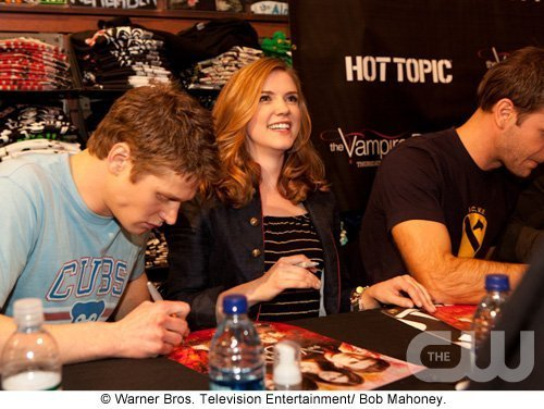 http://images2.fanpop.com/image/photos/11700000/Atlanta-Cast-Tour-Event-the-vampire-diaries-11779913-500-376.jpg