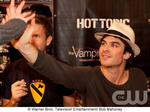 http://images2.fanpop.com/image/photos/11700000/Atlanta-Cast-Tour-Event-the-vampire-diaries-11779919-500-376.jpg