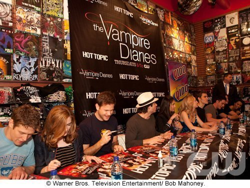 http://images2.fanpop.com/image/photos/11700000/Atlanta-Cast-Tour-Event-the-vampire-diaries-11779924-500-376.jpg