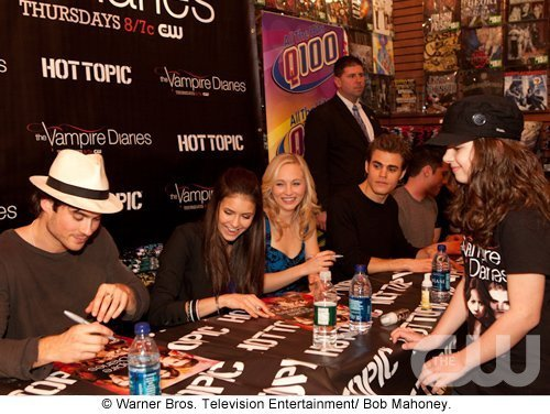 http://images2.fanpop.com/image/photos/11700000/Atlanta-Cast-Tour-Event-the-vampire-diaries-11779935-500-376.jpg