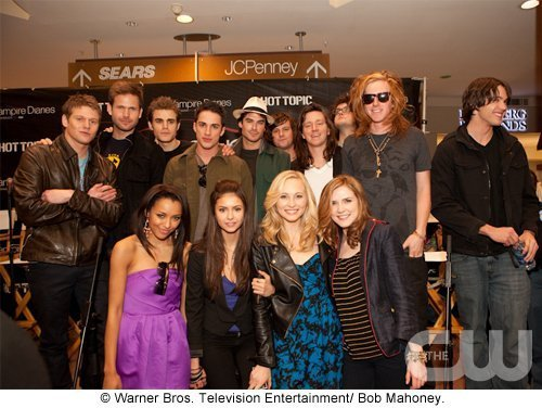 http://images2.fanpop.com/image/photos/11700000/Atlanta-Cast-Tour-Event-the-vampire-diaries-11779975-500-376.jpg