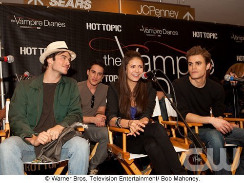 http://images2.fanpop.com/image/photos/11700000/Atlanta-Cast-Tour-Event-the-vampire-diaries-11779978-500-376.jpg