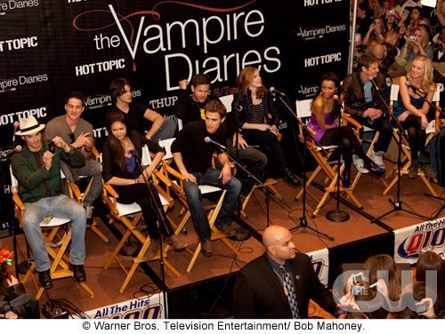 http://images2.fanpop.com/image/photos/11700000/Atlanta-Cast-Tour-Event-the-vampire-diaries-11779980-500-376.jpg