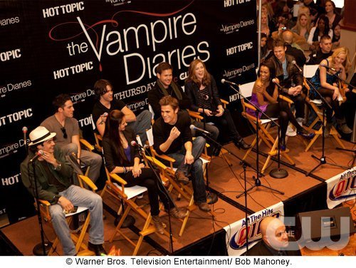 http://images2.fanpop.com/image/photos/11700000/Atlanta-Cast-Tour-Event-the-vampire-diaries-11779984-500-376.jpg