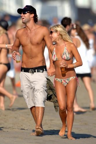 Brody and Kristin - beach, pwani