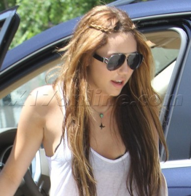 Candid 사진 > 2010 > [2010] Out and about in Toluca Lake with Demi Lovato [April 25th,2010]