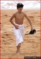 Candids > 2010 > At Beach in Sydney, Australia (24th April, 2010)