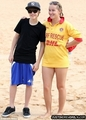Candids > 2010 > At plage in Sydney, Australia (24th April, 2010)