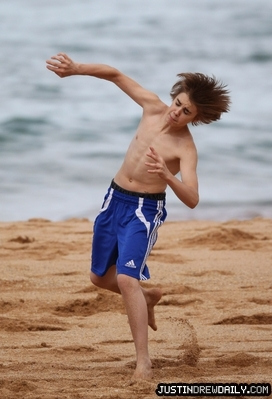 Candids > 2010 > At spiaggia in Sydney, Australia (24th April, 2010)