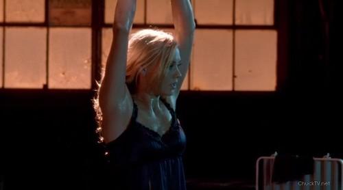 Yvonne Strahovski Hintergrund entitled Chuck 1x02