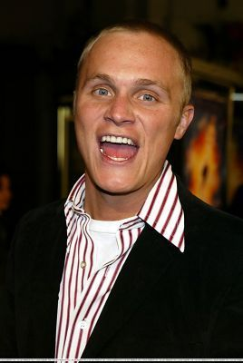 http://images2.fanpop.com/image/photos/11700000/December-18-2003-LA-Premiere-of-Paycheck-david-anders-11758891-268-400.jpg