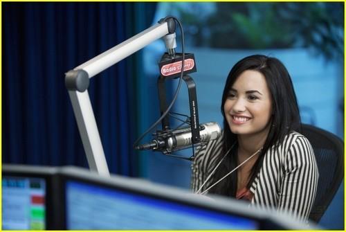 Demi Lovato Radio Дисней Interview