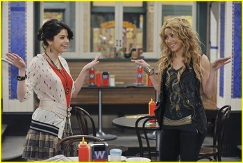 Wizards of waverly place dude looks like shakira