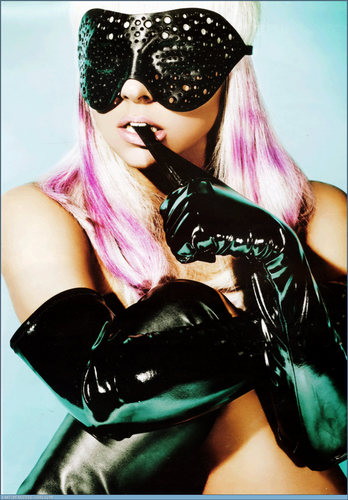 Gaga in mask