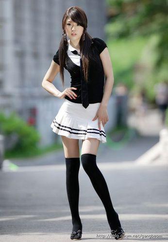 японка в мини юбке фото