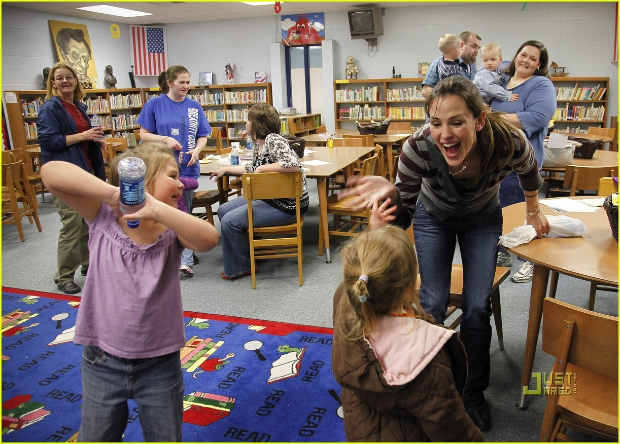 Jennifer Garner Reads to Kentucky Kids for 'Idol Gives Back'