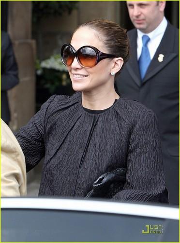 Jennifer Lopez Backs Up Paris