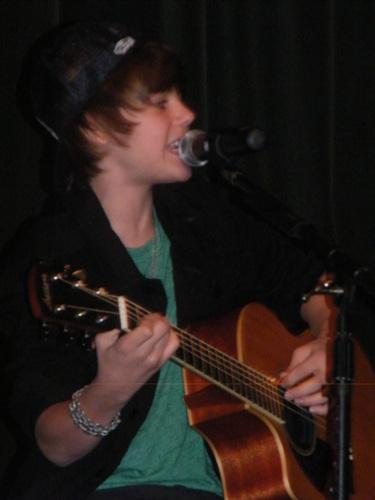 Justin Bieber @ Ridley 10-23-09 (2)