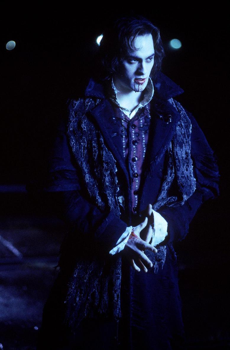 Stuart Townsend as Les...