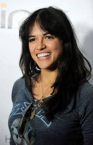 Michelle Rodriguez arrives at The Green Carpet and inicial árbol Earth día celebration (april 22.5.2010)
