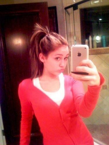 Miley Cyrus Cell Phone Pics (RARE)