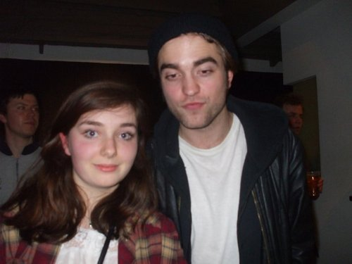 New/Old Picture of Robert Pattinson With a 팬