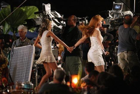Nicole on the set of Just Go With It with Jennifer Aniston