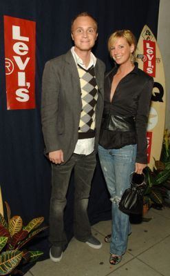 http://images2.fanpop.com/image/photos/11700000/October-19-2005-GQ-and-Levi-at-ACME-david-anders-11791449-247-400.jpg