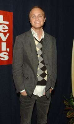 http://images2.fanpop.com/image/photos/11700000/October-19-2005-GQ-and-Levi-at-ACME-david-anders-11791456-238-400.jpg