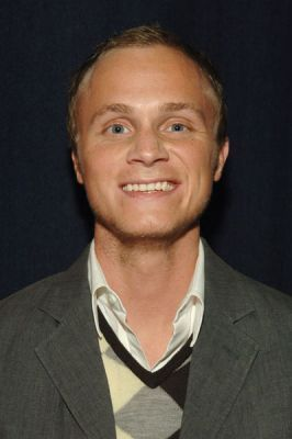 http://images2.fanpop.com/image/photos/11700000/October-19-2005-GQ-and-Levi-at-ACME-david-anders-11791457-266-400.jpg