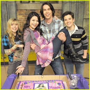 iCarly wolpeyper entitled On the icarly set