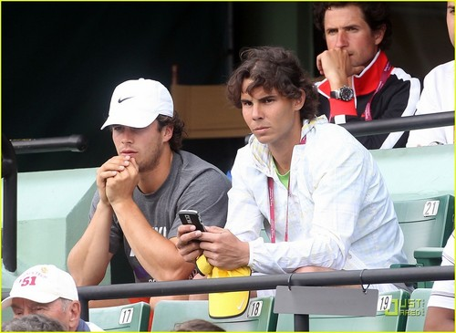 Rafa writes sms: I'm here at the stadium! Could Ты come here?