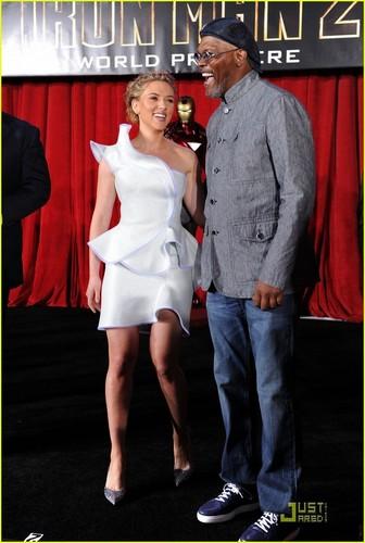 Scarlett Johansson Pumps Some Iron