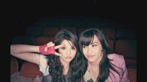 Selena Gomez & Demi Lovato (rare)