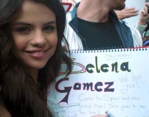 Selena Gomez signing autograph