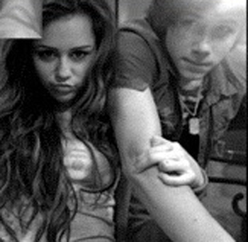 Miley Cyrus images Self Shot Niley Pic wallpaper and background photos