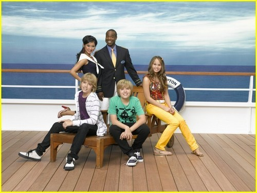 Cole Sprouse achtergrond entitled Suite Life On Deck Season 2