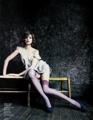 Vogue China May 2010 || The Seated Beauty