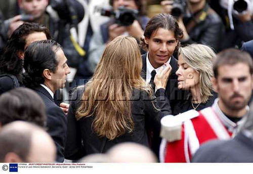 Who is the mrs which reaches  on Rafa?
