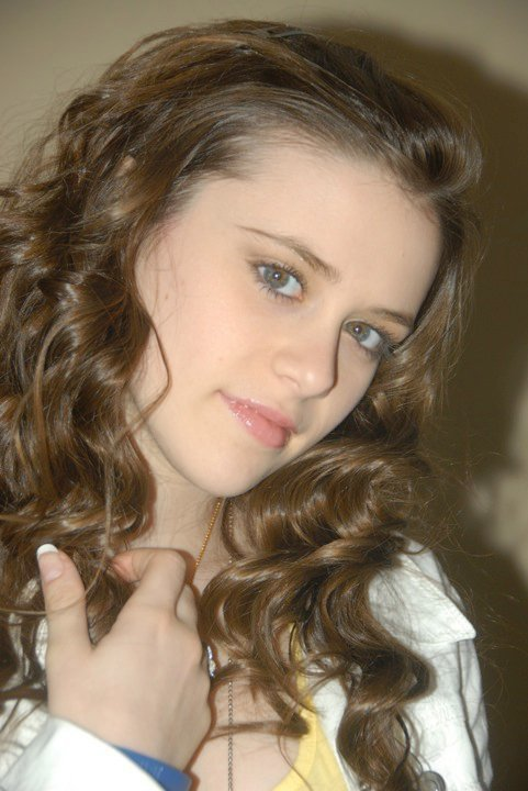 Caitlin Beadles On Twitter 13 Year Old Girl Now Vs Me As: Caitlin Victoria Beadles Photo (11727769