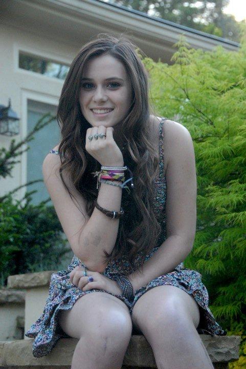 Caitlin Beadles On Twitter 13 Year Old Girl Now Vs Me As: Caitlin Victoria Beadles Photo (11728297