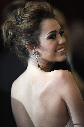 miley cyrus at the oscars (pciture taken 의해 tish cyrus)