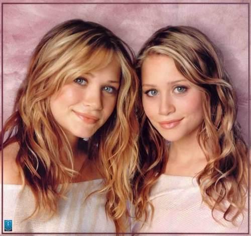 Mary-Kate & Ashley Olsen karatasi la kupamba ukuta titled modeling & magazines (dont think i repeated any)