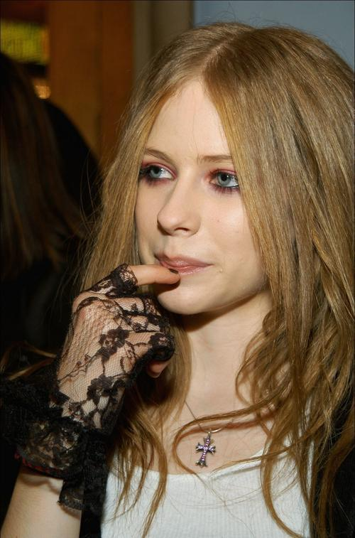 avril lavigne old pictures. quot;oldquot; Avril lt;3